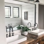 20 Best Farmhouse Bathroom Lighting Decor Ideas (14)