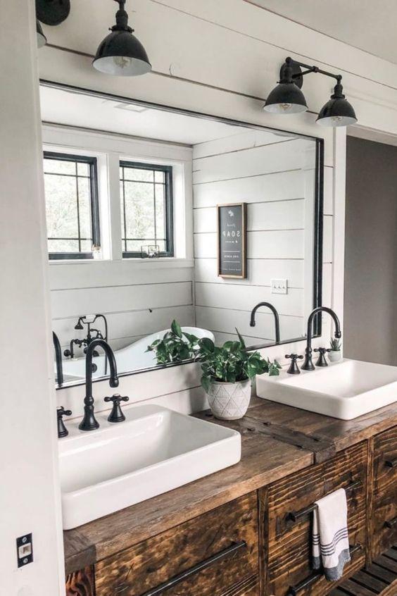 20 Best Farmhouse Bathroom Lighting Decor Ideas (14)
