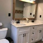 20 Best Farmhouse Bathroom Tile Decor Ideas (1)