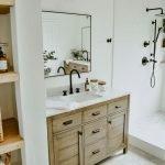 20 Best Farmhouse Bathroom Tile Decor Ideas (13)