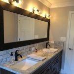 20 Best Farmhouse Bathroom Tile Decor Ideas (16)