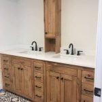 20 Best Farmhouse Bathroom Tile Decor Ideas (4)