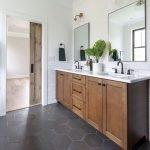 20 Best Farmhouse Bathroom Vanity Decor Ideas (17)