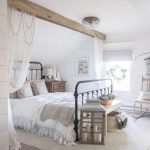 20 Best Farmhouse Bedroom Decor Ideas (1)