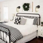 20 Best Farmhouse Bedroom Decor Ideas (17)