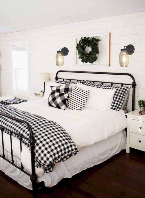 20 Best Farmhouse Bedroom Decor Ideas (17)