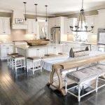 20 Best Farmhouse Dining Room Table Decor Ideas (3)