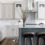 20 Best Farmhouse Kitchen Cabinets Decor Ideas (9)