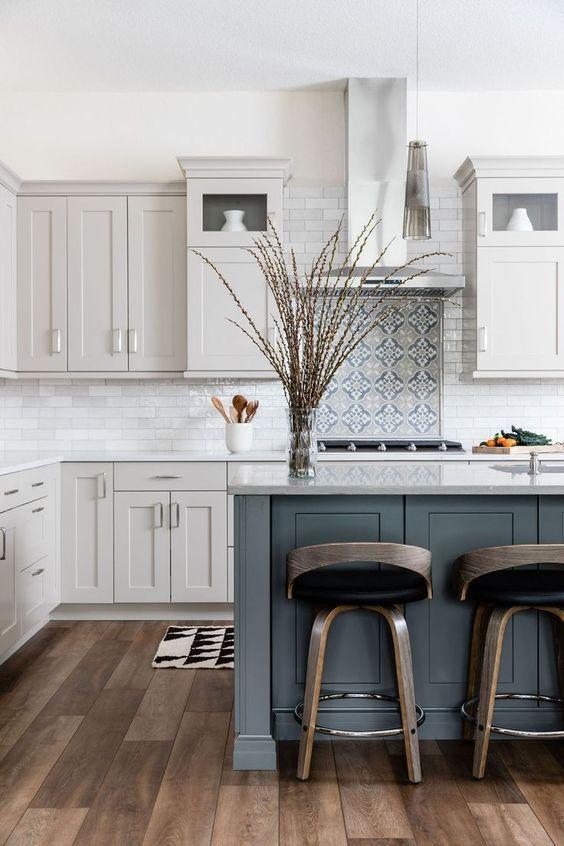 20 Best Farmhouse Kitchen Cabinets Decor Ideas (9)