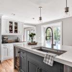 20 Best Farmhouse Kitchen Lighting Decor Ideas (1)