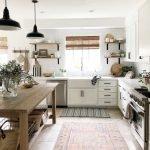20 Best Farmhouse Kitchen Lighting Decor Ideas (11)