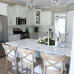 20 Best Farmhouse Kitchen Lighting Decor Ideas (13)