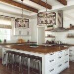 20 Best Farmhouse Kitchen Lighting Decor Ideas (16)