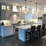 20 Best Farmhouse Kitchen Lighting Decor Ideas (18)