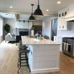 20 Best Farmhouse Kitchen Lighting Decor Ideas (4)