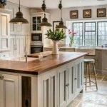 20 Best Farmhouse Kitchen Lighting Decor Ideas (6)