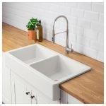 20 Best Farmhouse Kitchen Sink Decor Ideas (12)