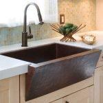 20 Best Farmhouse Kitchen Sink Decor Ideas (16)