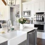20 Best Farmhouse Kitchen Sink Decor Ideas (4)