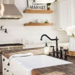 20 Best Farmhouse Kitchen Sink Decor Ideas (6)