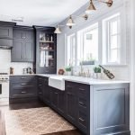 20 Best Farmhouse Kitchen Sink Decor Ideas (7)
