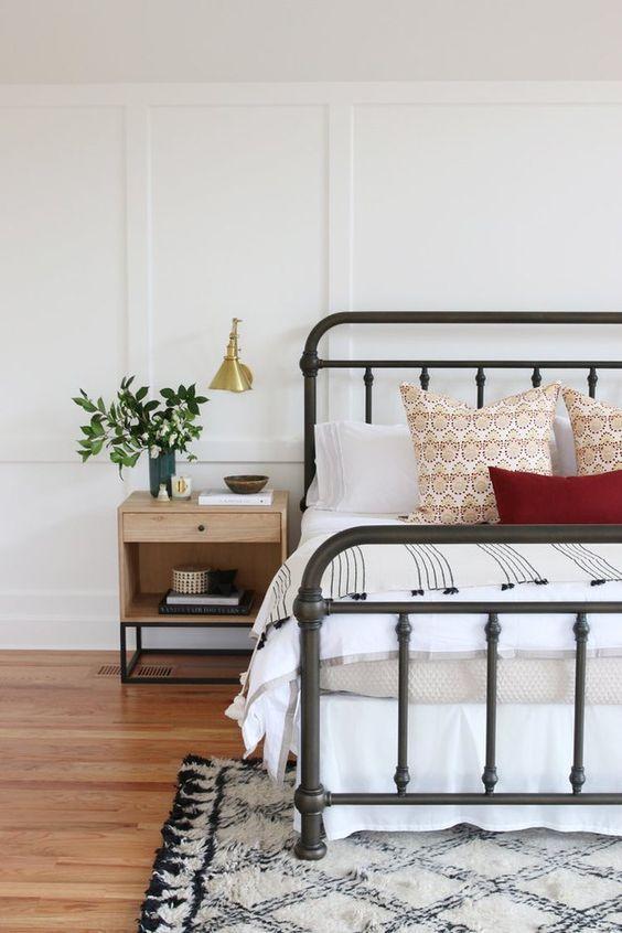 20 Best Industrial Farmhouse Bedroom Decor Ideas (12)