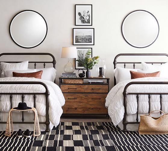 20 Best Industrial Farmhouse Bedroom Decor Ideas (13)