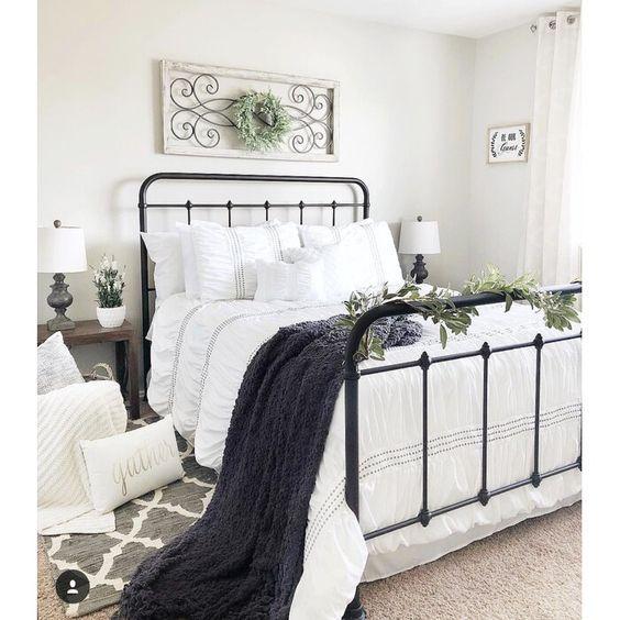 20 Best Industrial Farmhouse Bedroom Decor Ideas (19)