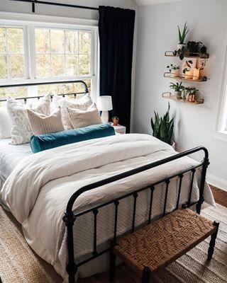20 Best Small Farmhouse Bedroom Decor Ideas (10)