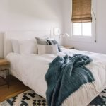 20 Best Small Farmhouse Bedroom Decor Ideas (12)
