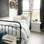 20 Best Small Farmhouse Bedroom Decor Ideas (13)