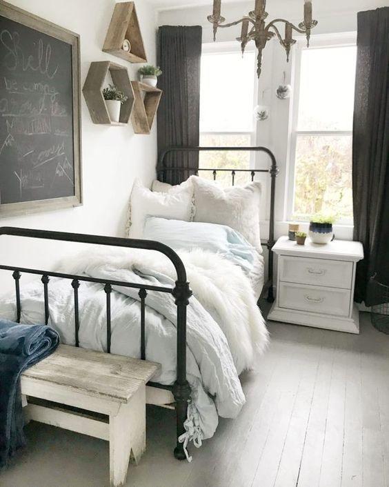 20 Best Small Farmhouse Bedroom Decor Ideas (13)