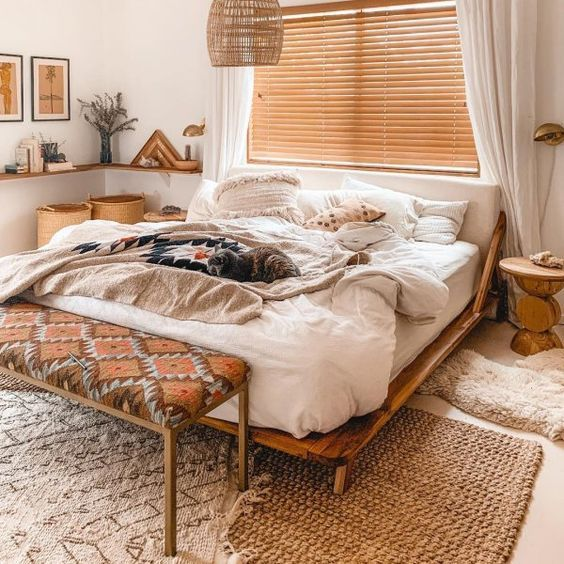 20 Best Small Farmhouse Bedroom Decor Ideas (15)