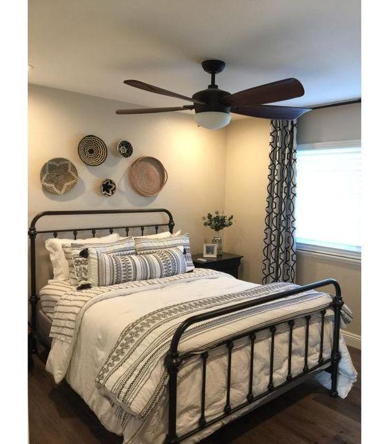 20 Best Small Farmhouse Bedroom Decor Ideas (16)
