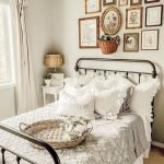20 Best Small Farmhouse Bedroom Decor Ideas (17)