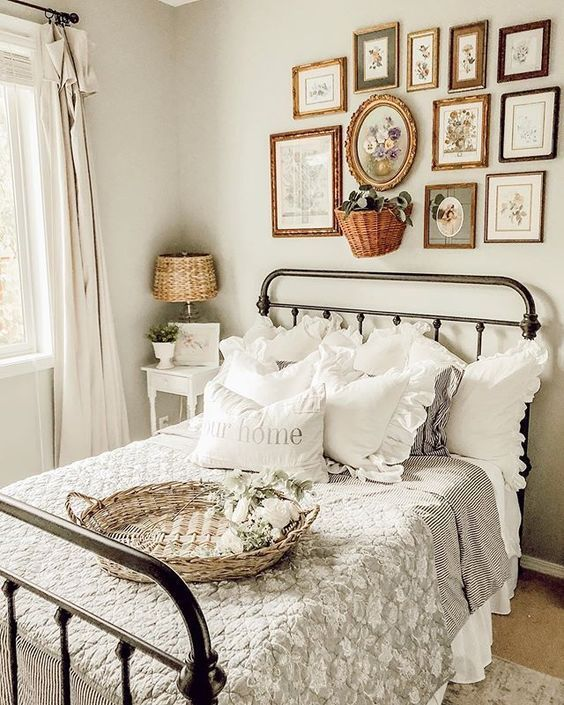 20 Best Small Farmhouse Bedroom Decor Ideas (17)