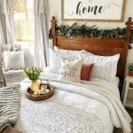 20 Best Small Farmhouse Bedroom Decor Ideas (18)