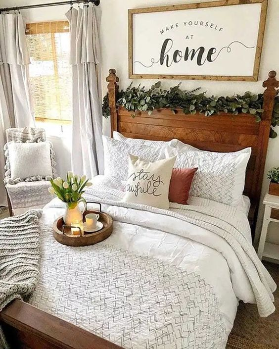 20 Best Small Farmhouse Bedroom Decor Ideas (18)