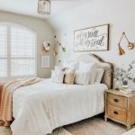 20 Best Small Farmhouse Bedroom Decor Ideas (19)