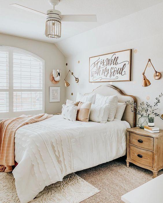 20 Best Small Farmhouse Bedroom Decor Ideas (19)