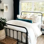 20 Best Small Farmhouse Bedroom Decor Ideas (2)