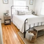 20 Best Small Farmhouse Bedroom Decor Ideas (8)