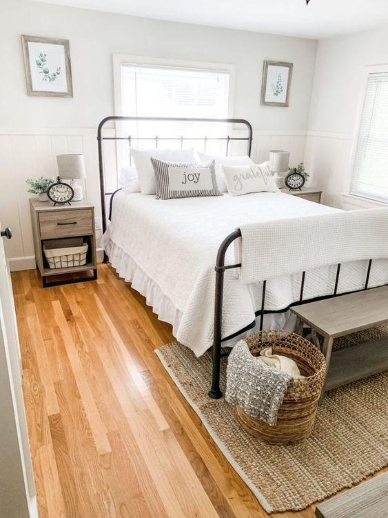 20 Best Small Farmhouse Bedroom Decor Ideas (8)