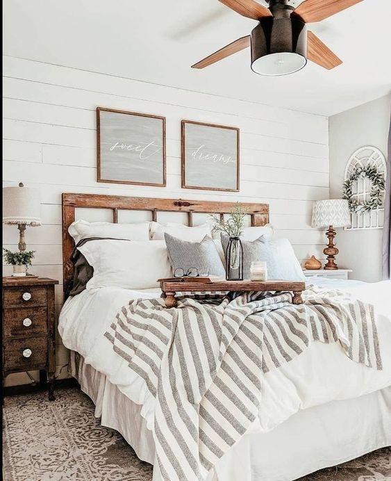20 Best Small Farmhouse Bedroom Decor Ideas (9)