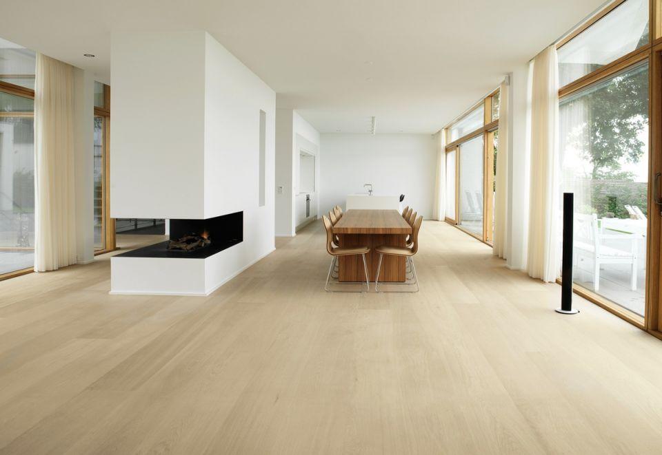 Adorable Room Design With Wooden Floor